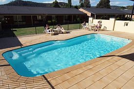 zig-zag-motel-lithgow-pool.jpg