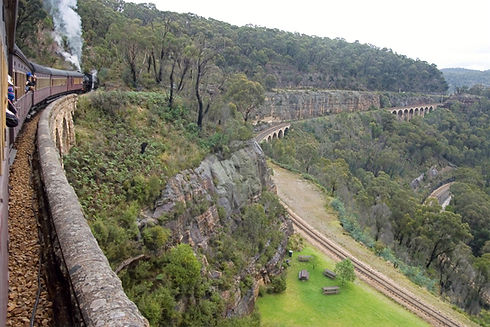 picture of Zig Zag railway along side of the blue mountains