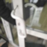 продувание окна, дует от окна, пыль на окне, пылевые продувания, продувает окно, износ фурнитуры, пыль на откосах, грязь вокруг окна