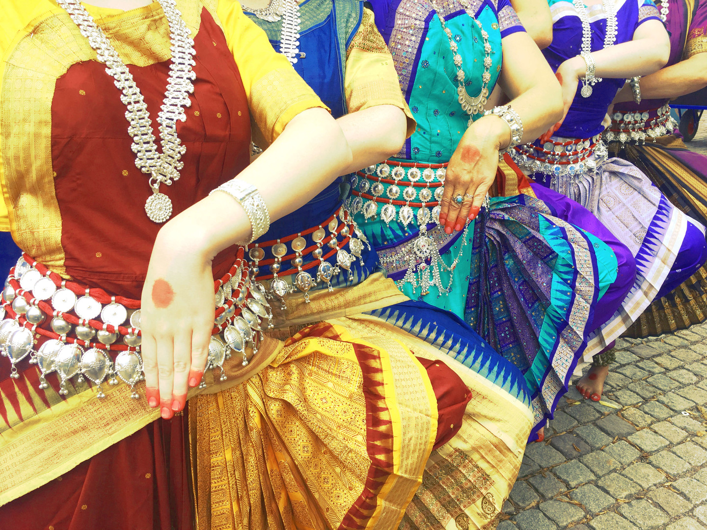 Odissi without heads.jpg