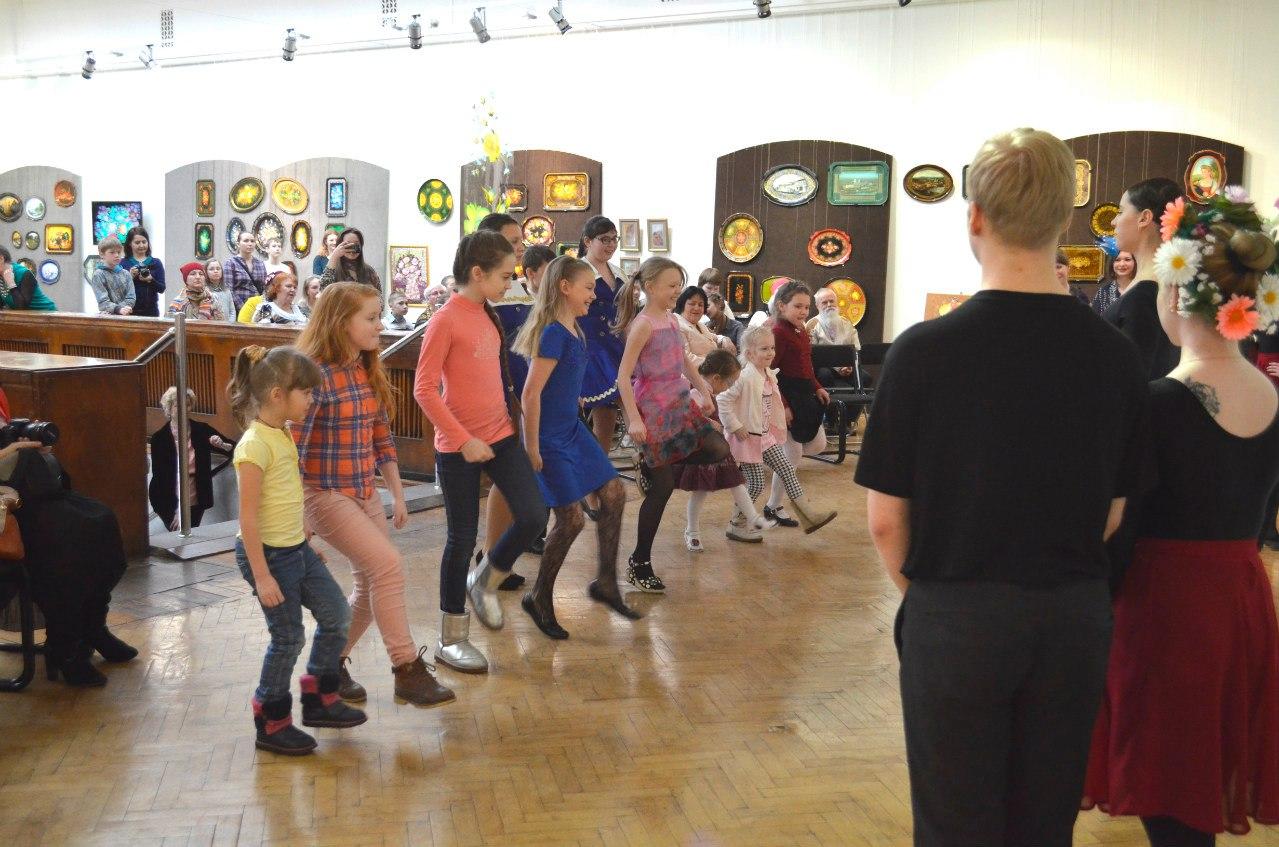 Дети изучают танцы народов мира