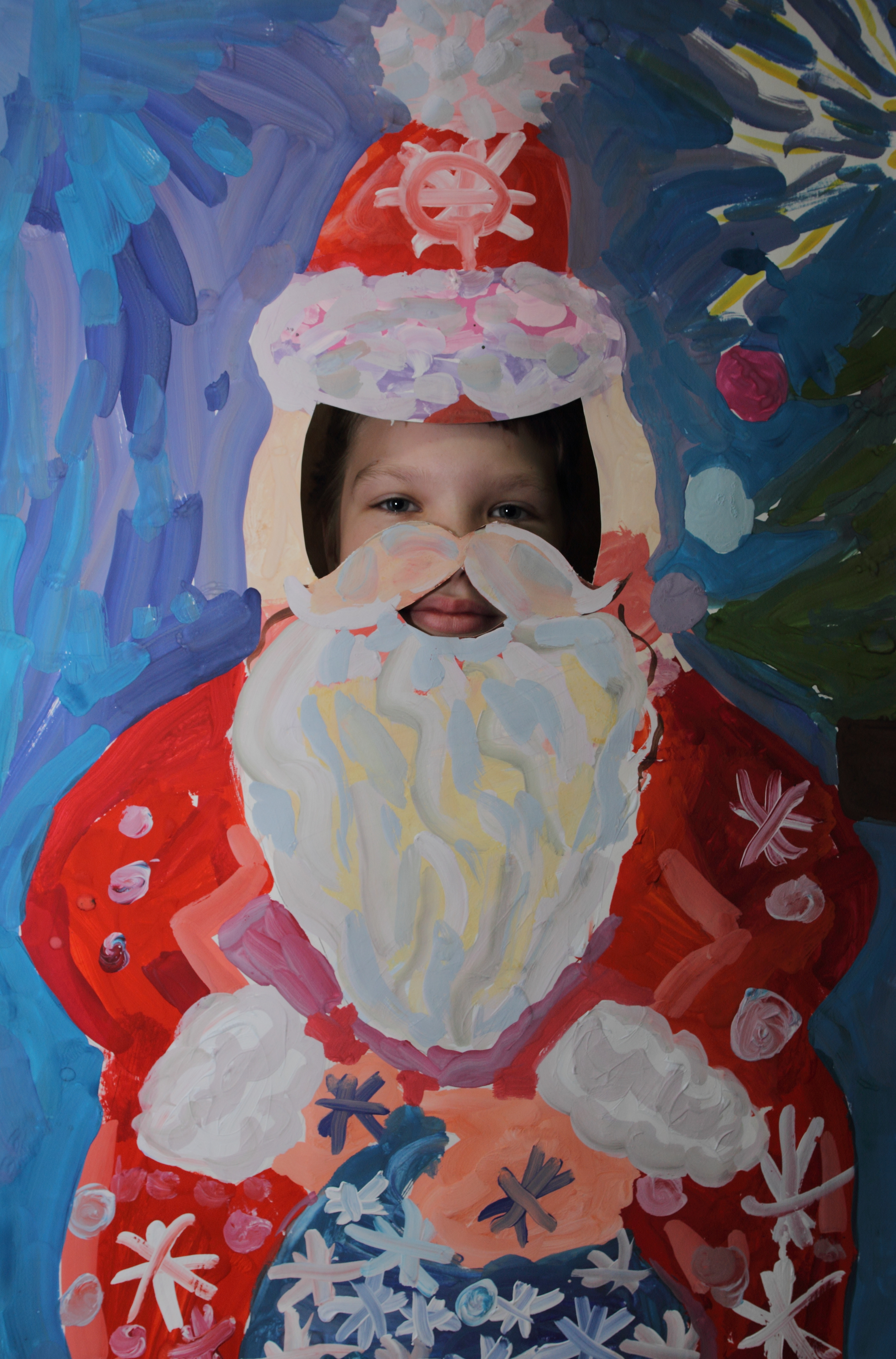 В маске Деда Мороза