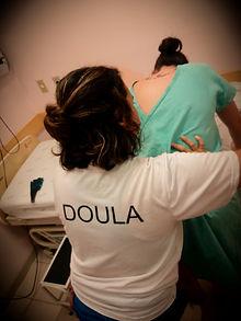 jeise com destaque para doula nas costas