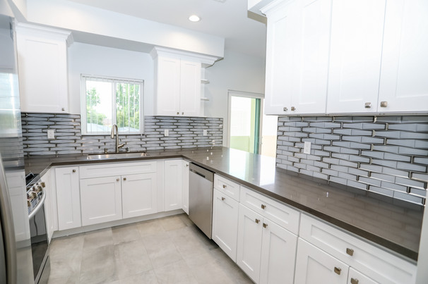 12608 Vanowen-Kitchen 38.jpg