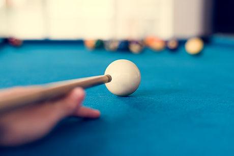 man-playing-pool-by-himself-P6YPNLJ.jpg