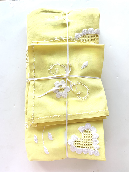 Lemonade Hand Embroidered RectangularTablecloth and Napkins Set