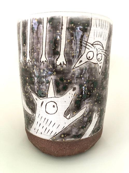 I wanna reach you. A vase.