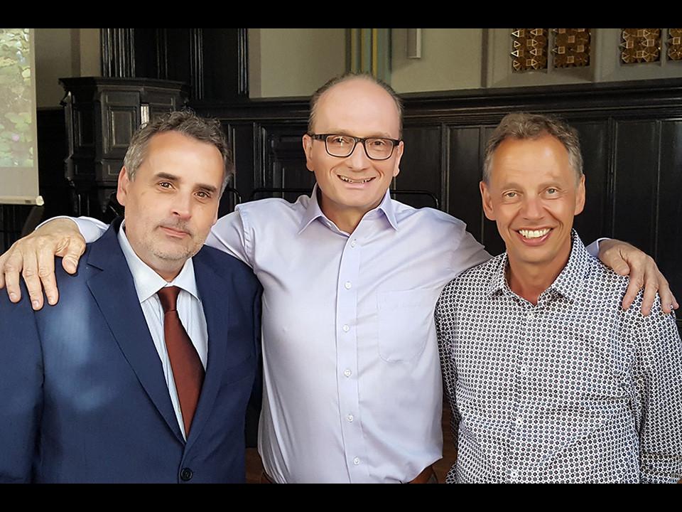 Mit Dr. Hans Schmid (rechts) und Paul Padrutt in der Helferei