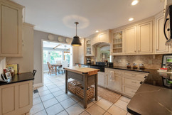 kitchen into breakfast room.JPG