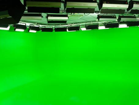 גודל החלל ומרחק הצילום בין הקיר הירוק לבין המצולם באולפן גרין סקרין