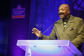 Voice of the Minnesota Vikings, Greg Coleman, delivers Super Bowl LII Business Connect keynote address