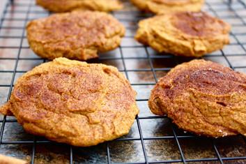 Healthy Pumpkin Snickerdoodle Cookies