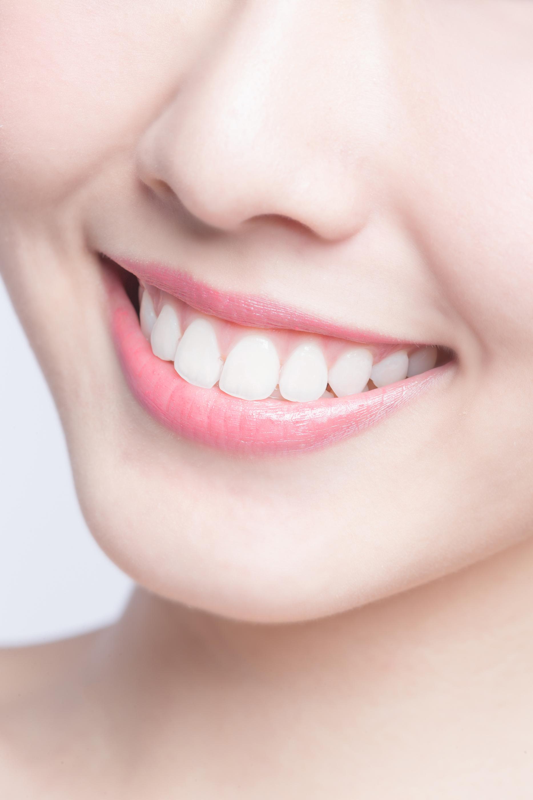 Implant dentaire et couronne