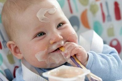 Chơi với trẻ sơ sinh 7 tháng tuổi