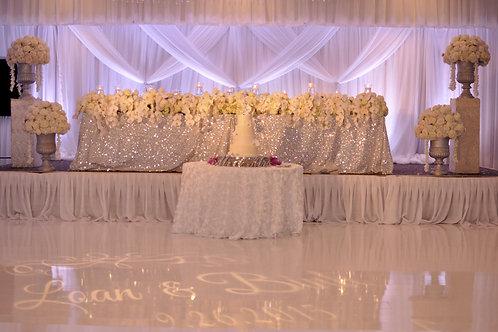 Blumenarrangement für Brautpaartisch