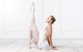 dreamstime_dancerpointe2.jpg