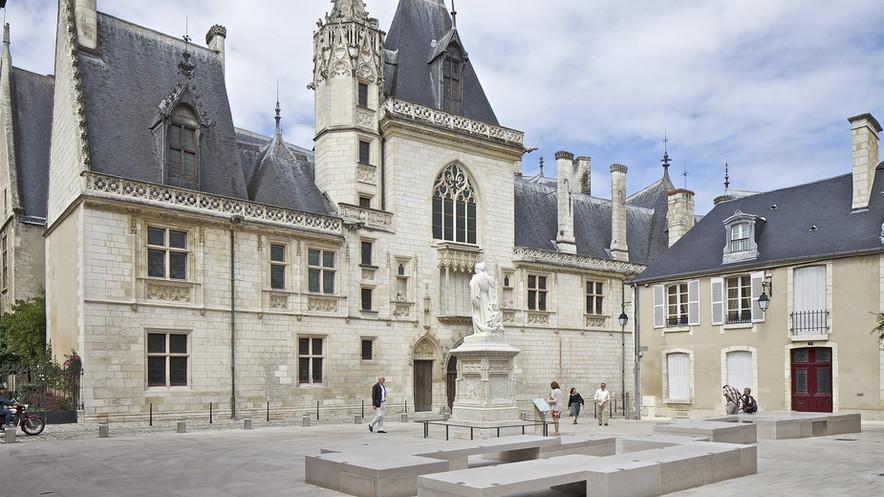 Abords du Palais Jacques Cœur à Bourges