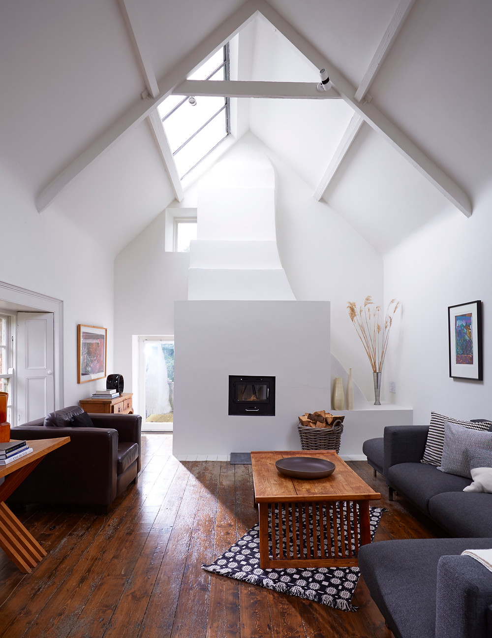 DOUBLE HEIGHT LIVING ROOM AT BALLILOGUE
