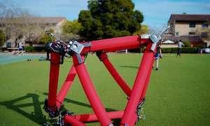Гибкий изопериметрический робот способен преодолевать любые препятствия, меняя форму