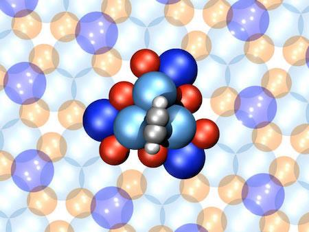 Самый маленький в мире мотор из 16 атомов