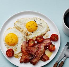 Classic bacon and eggs   Keto   Recipe