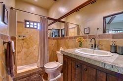 La Flor Bathroom 2