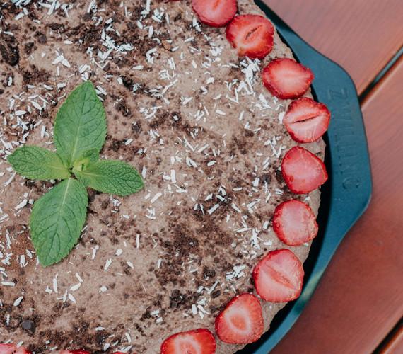 Raw Strawberry-Chocolate-Cheesecake