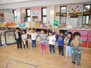 2歳児 楽器を使ってリトミック遊び♪