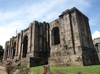 Vista de las Ruinas de la Parroquia de Santiago Apóstol en Cartago, Costa Rica. (Image by Daniel Vargas via Wikipedia)