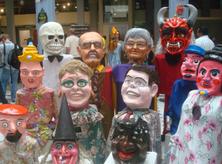 Exhibición de una mascarada tradicional costarricense en el Centro de Rescate del Patrimonio Nacional, 31 de octubre de 2013. (Image by Rodtico21 via Wikipedia)