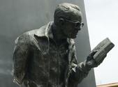 Escultura diseñada para recordar al poeta turrialbeño más distinguido de la historia del cantón. (Image by Dalabulu via Wikipedia)