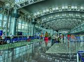 Vista interna del Aeropuerto Internacional Juan Santamaría. (Image by Alonso Jiménez Quesada via Wikipedia)