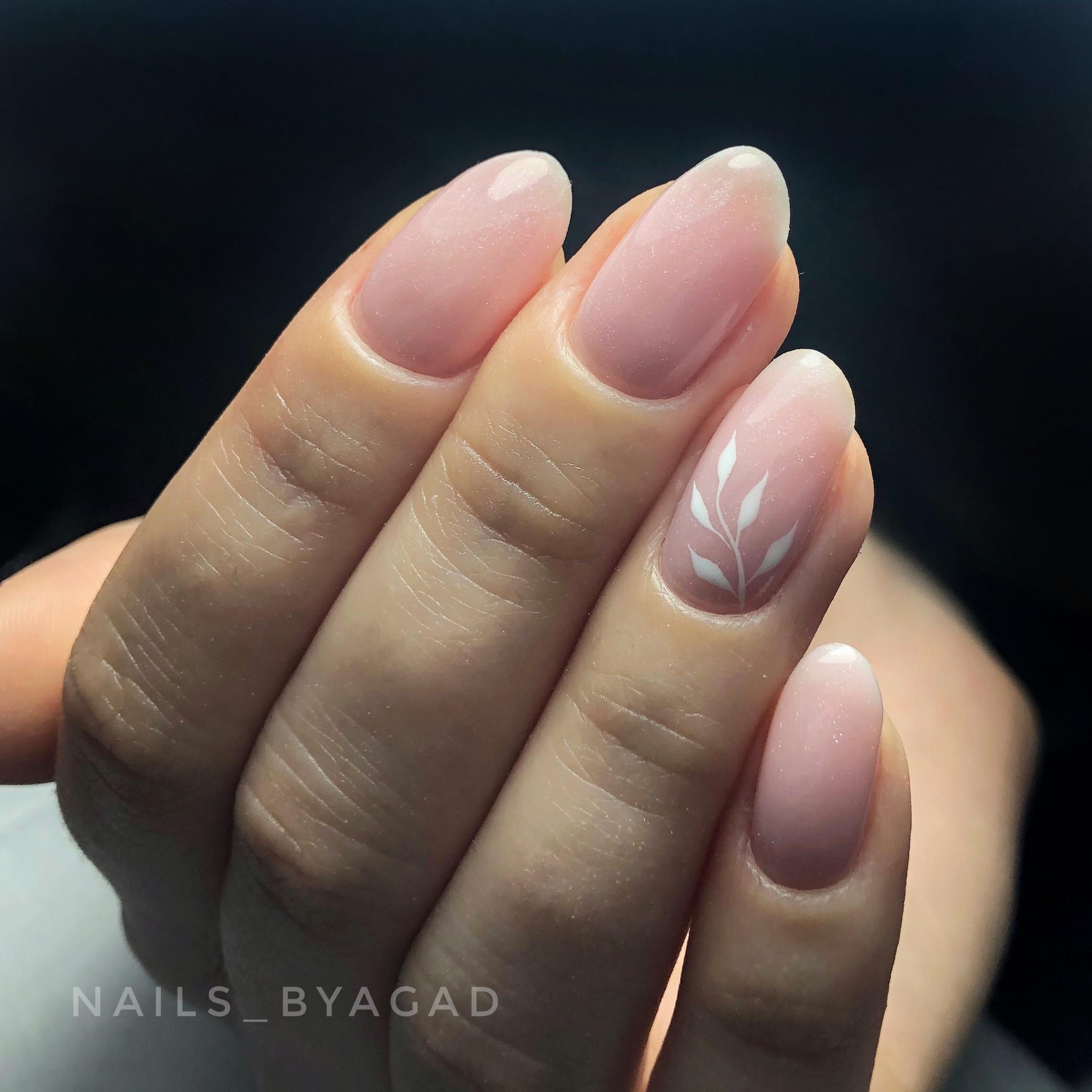 Manicure hybrydowy z nadbudową bazą budującą - wyk. Agata