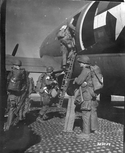 253924 Varsity troops loading on C46