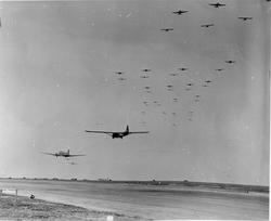 203303 Varsity,-Gliders-takeoff