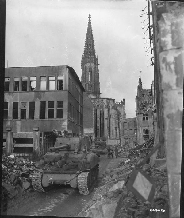 203098 Munster,-Sherman-tanks