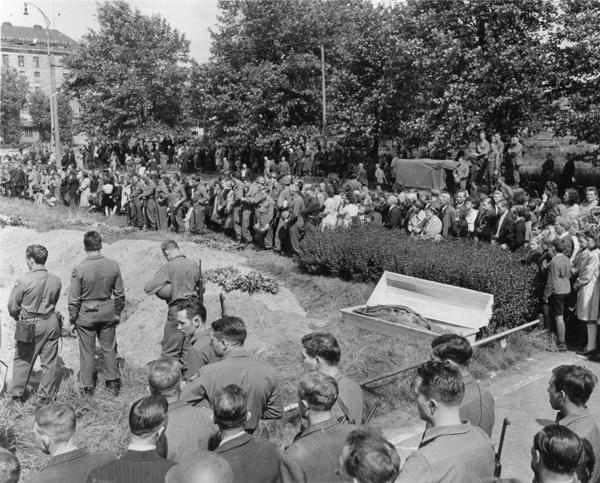 264833 Duisburg Burial