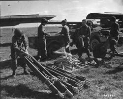 253925 Varsity loading gliders