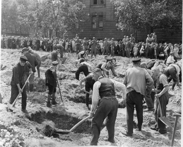 264835 Duisburg Burial