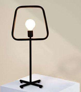 Minimalist jern bordlampe