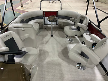 Coach Pontoon 243 RPC, lots of seating space!