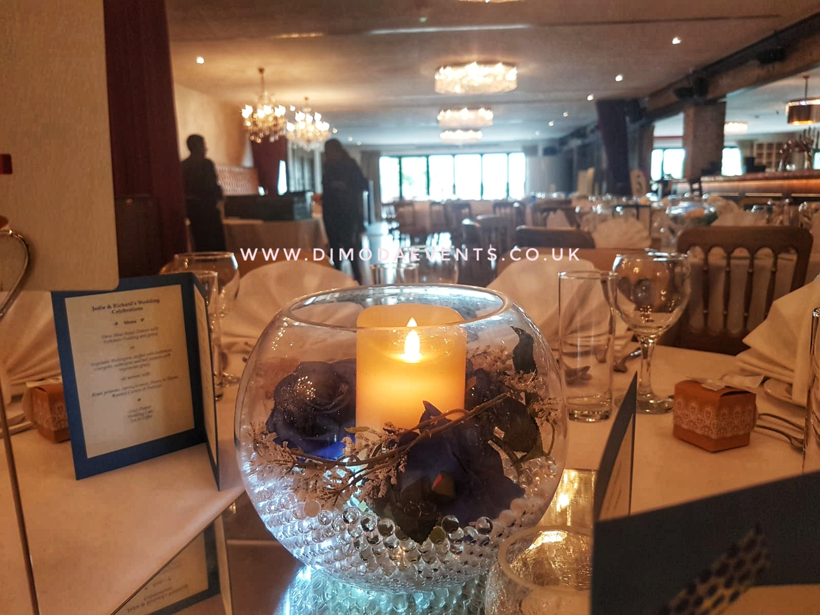 Fishbowl blue rose pillar