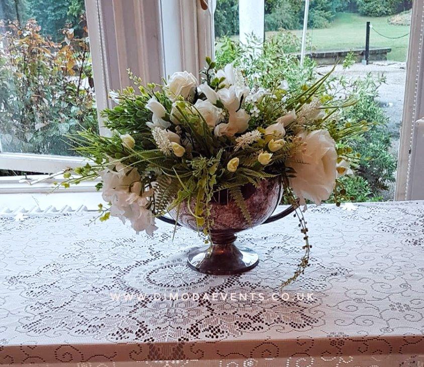 Trophy Vase - vintage white