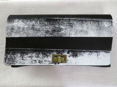CLUTCH 2 - White/Black Horizontal Stripes