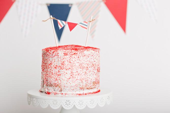 WHY YOU SHOULD DO A CAKE SMASH SESSION