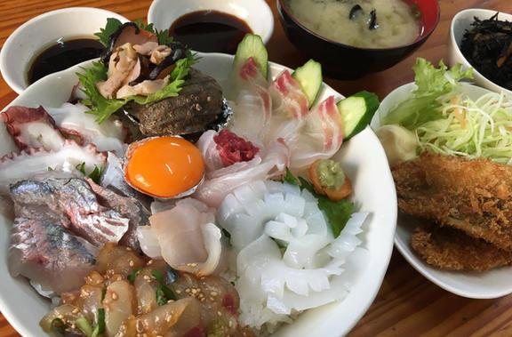 朝獲れ海鮮丼