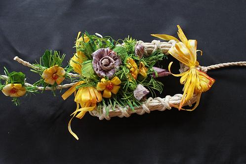 Decorazione rettangolare con fiori lavorata a mano