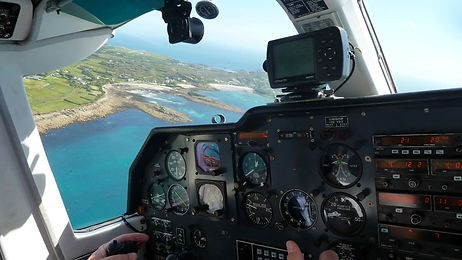 Skybus over Isles of Scilly © Beth Hilton