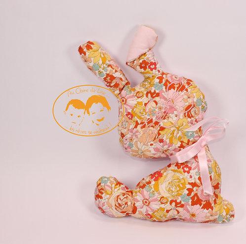 Coussin Lapin avec ruban rose pastel et petites fleurs