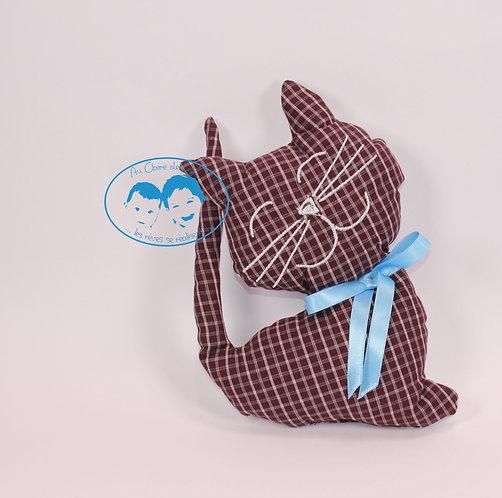 Coussin Chat bordeaux à carreaux fond gris et ruban bleu